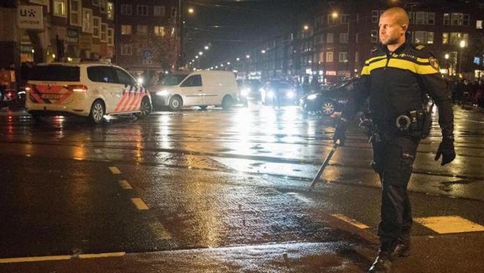 Het incident gebeurde vlakbij het Mercatorplein waar Marokkaanse voetbalsupporters feest vierden nadat Marokko zich had gekwalificeerd voor het wereldkampioenschap komende zomer in Rusland. Daar was ook veel politie op de been.