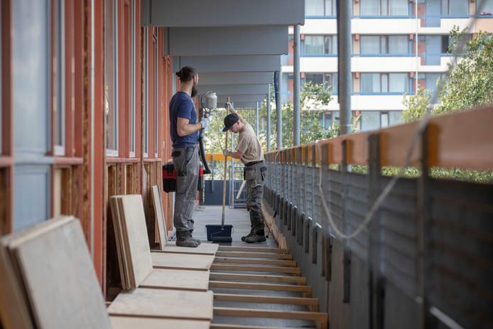 Woonstede voert groot onderhoud uit aan flat de Elskamp aan de van der Hagenstraat.