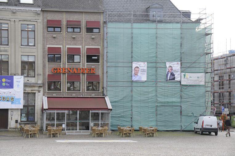 De voormalige brasserie Eclips staat in de steigers. Hier komt een nieuw filiaal van Domino's Pizza.