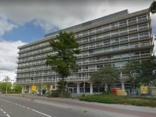 Er zitten 12 krakers in het voormalige belastingkantoor in Leeuwarden: de Staat wil ze eruit