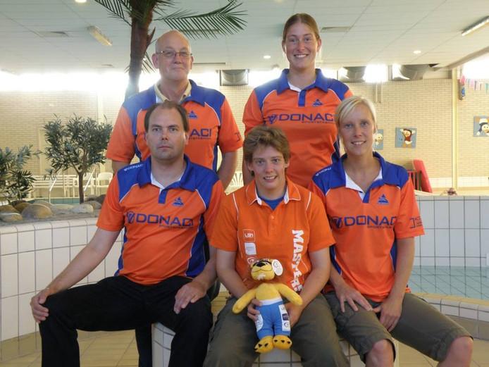 Teamfoto EMK ploeg Deltasteur, vlnr voor: Johan Wezenberg, Rianne van Vegchelen, Fabiola Bosman, achter: Joop van Dijk, Margriet Leeffers.