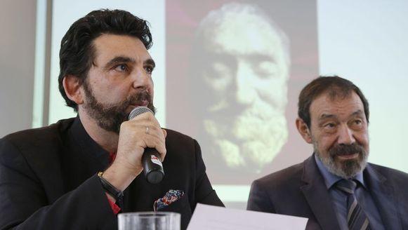 Professor Cassiman (rechts) bij de voorstelling van zijn onderzoek vandaag.