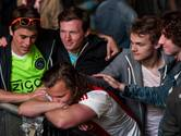 Trotse Ajax-fans sluiten teleurstellende avond zingend af