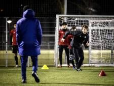 Ook als trainingen doorgaan, sporten kinderen flink minder in de tweede lockdown