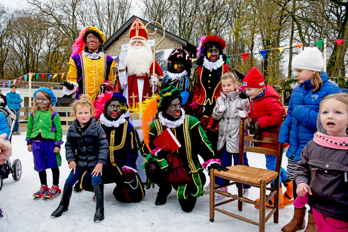 Dit jaar wordt de gevoelstemperatuur met Sinterklaas rond het vriespunt. Eén van de laatste echt koude Sintvieringen was in 2015, toen konden Sinterklaas en de pieten in het Openluchtmuseum in Arnhem de schaatsen onderbinden.