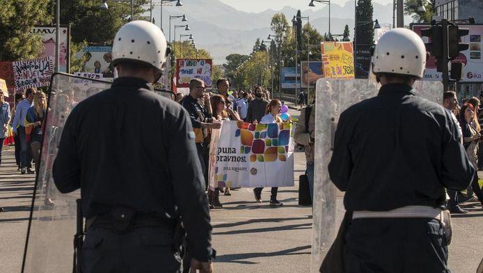 Oproerpolitie bewaakt de gaypride in Podgorica.