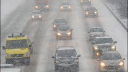 Winterse buien en sneeuw: KMI waarschuwt voor gladde wegen