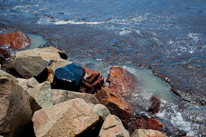 Les galettes de pétrole, qui ont commencé à apparaître début septembre, ont été constatées sur au moins 2.000 km le long de la côte atlantique.