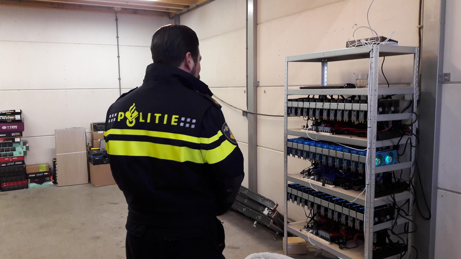 In een loods in Rijen is woensdag een bitcoinfabriek aangetroffen. Foto Berry van der Heijden