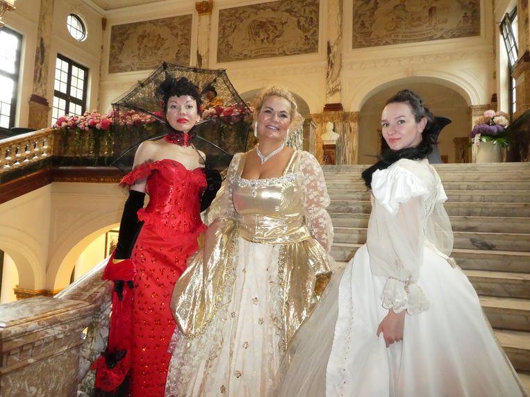 Willen zus Nina Chevtchouk, BFF Jetka Goedhart en dochter Oxana Chevtchouk ook op de foto? Goedhart: