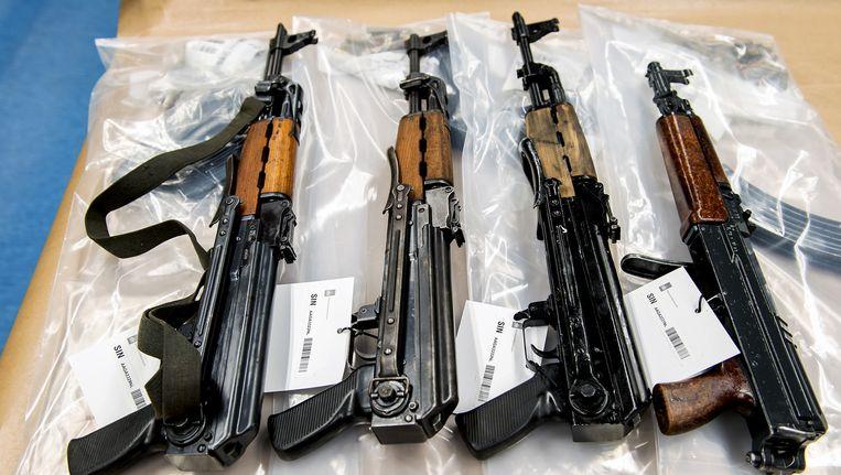 Cor van der T. werd gepakt met meerdere automatische wapens in zijn auto. Beeld Archief