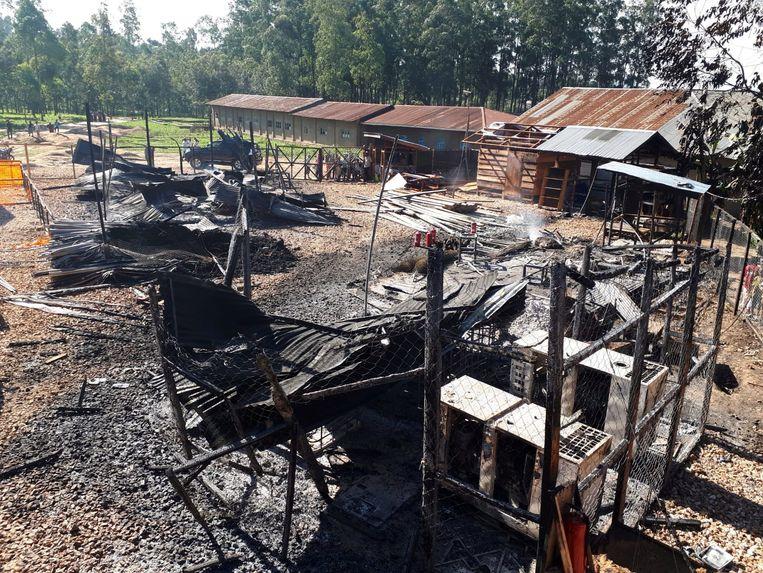 In brand gestoken ebola behandelcentrum van Artsen zonder Grenzen in Katwa.  Beeld REUTERS