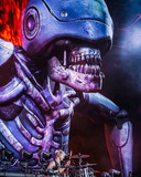 Dit monster, Murph genaamd, komt oorspronkelijk uit de videoclip van het nummer Dark Side van de Britse rockband Muse. Tijdens live-optredens verschijnt Murph, gemaakt uit 300 vierkante meter polyester, drie nummers lang en jaagt hij het publiek de stuipen op het lijf. De robotzombie werd zo populair dat Muse nu officiële bandshirts met het gevaarte verkoopt.