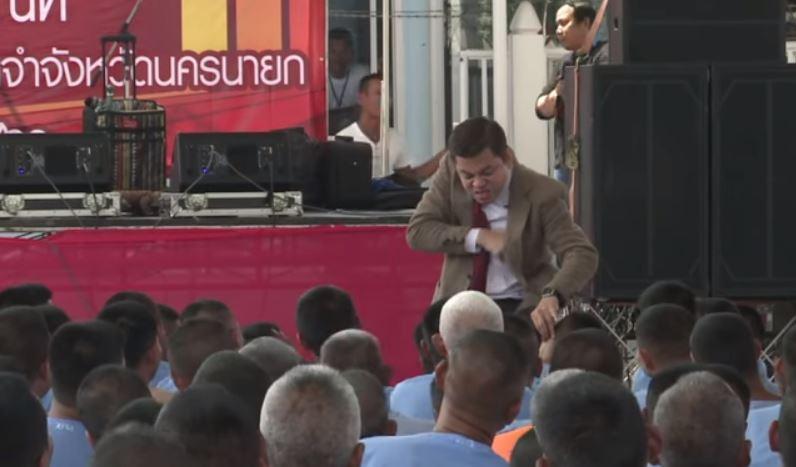 Het optreden van de Thaise Mr. Bean in de gevangenis.