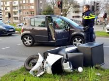 Maaltijdbezorger gewond naar ziekenhuis na aanrijding met auto in Tilburg