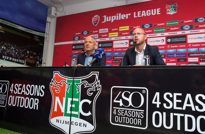 Technisch directeur Remco Oversier van NEC aan het woord tijdens de presentatie van Jack de Gier als nieuwe hoofdtrainer.