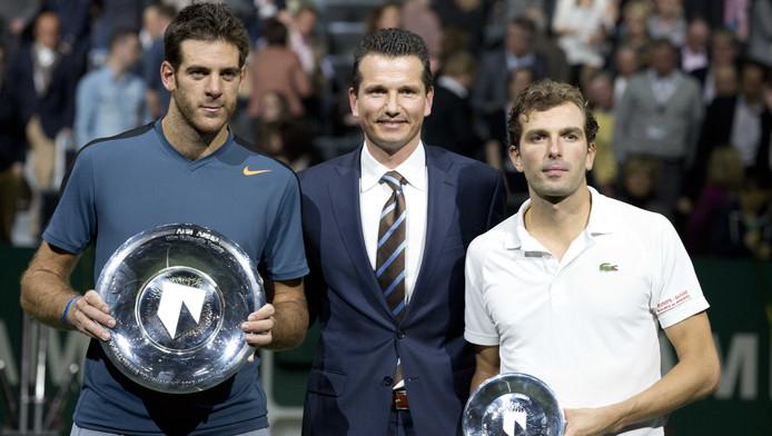 Richard Krajicek na de finale van vorig jaar tussen winnaar Juan-Martin del Potro (l) en runner-up Julien Benneteau.