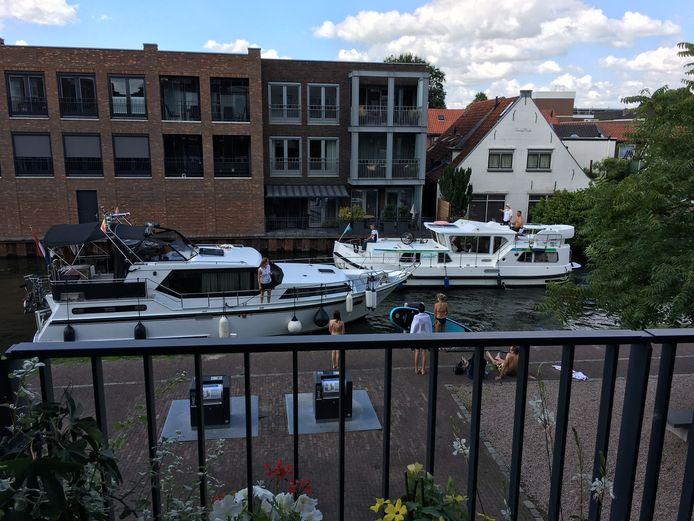 De smalle Oude Rijn nabij de Kwakelbrug in Woerden