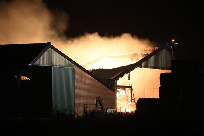 Uitslaande loodsbrand in Deursen-Dennenburg