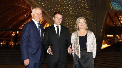 """Andere Franse presidenten struikelden ook over Engelse taal, maar Macron kon """"lekkere"""" vrouw van Australische premier toch charmeren"""