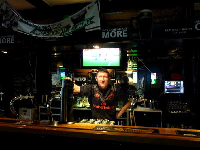 David Hayes in Zoë's Irish Pub in de Sint-Josephstraat