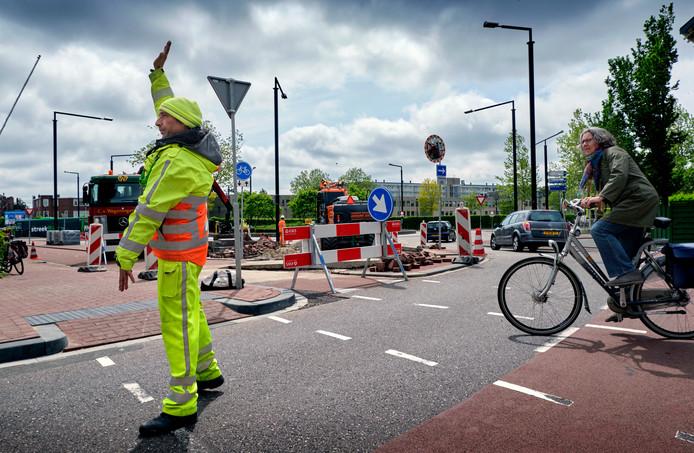 Momenteel wordt gewerkt op het verkeerpslein op de Burgemeester de Raadtsingel/Transvaalstraat.