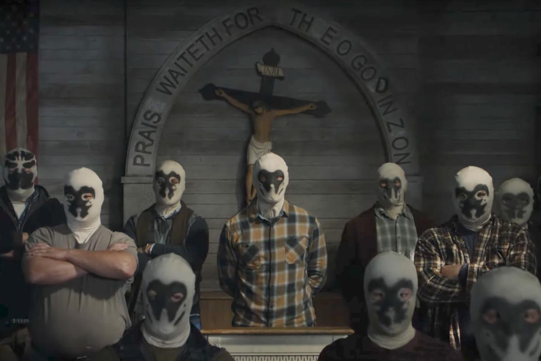 Watchmen speelt zich af in een alternatieve versie van de Verenigde Staten, waarin 'white supremacists' dood en verderf zaaien.  Beeld