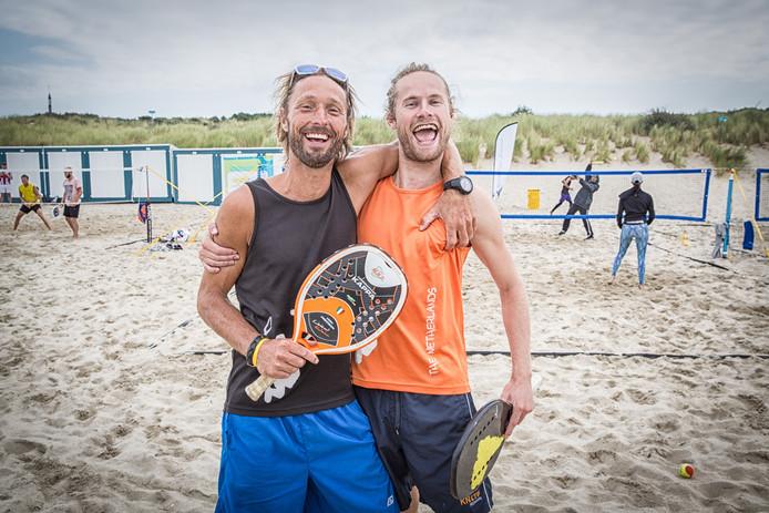 Pieter Boot (rechts) en Ronald van Slooten komen samen uit in het dubbelspel op Aruba.