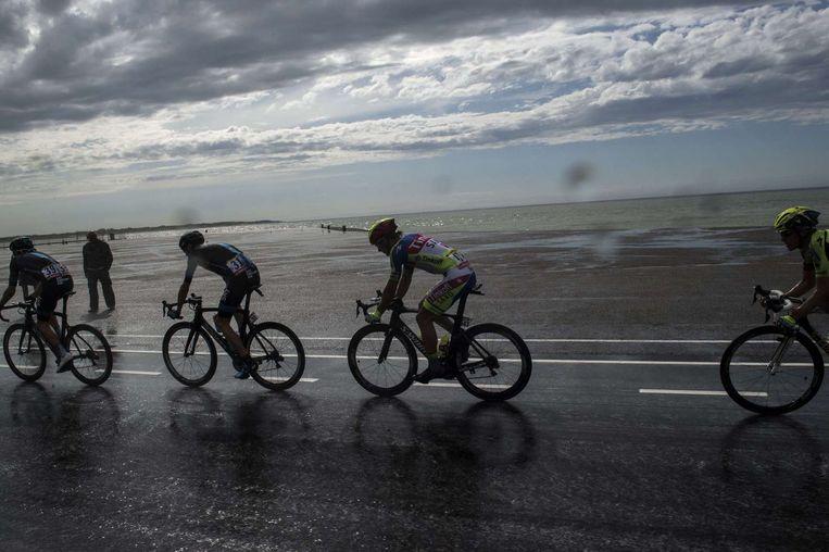 Christopher Froome en Peter Sagan (midden) tijdens de Touretappe naar Neeltje Jans Beeld anp