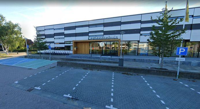 Het gemeentehuis van Waddinxveen aan de Beukenhof.