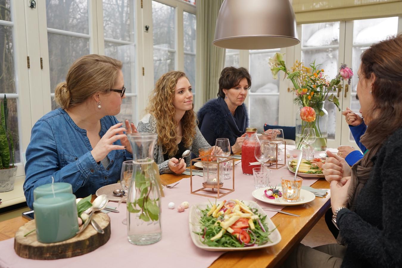 Super Eten van een lekkere tafel (video) | Foto | bd.nl FP-62