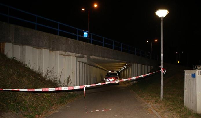 De fietstunnel werd tijdelijk afgesloten door de politie.