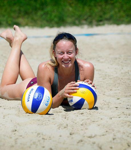 Beachvolleybalster Julia Wouters eindelijk van start: 'Erg fijn om weer te mogen spelen'