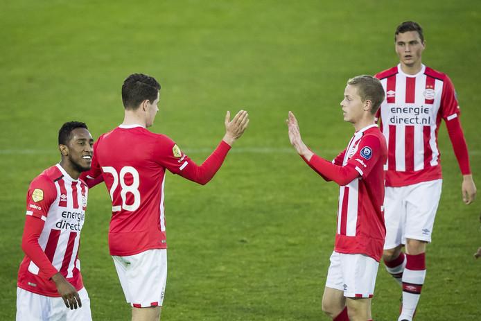 PSV viert de 1-0 van Marco van Ginkel.