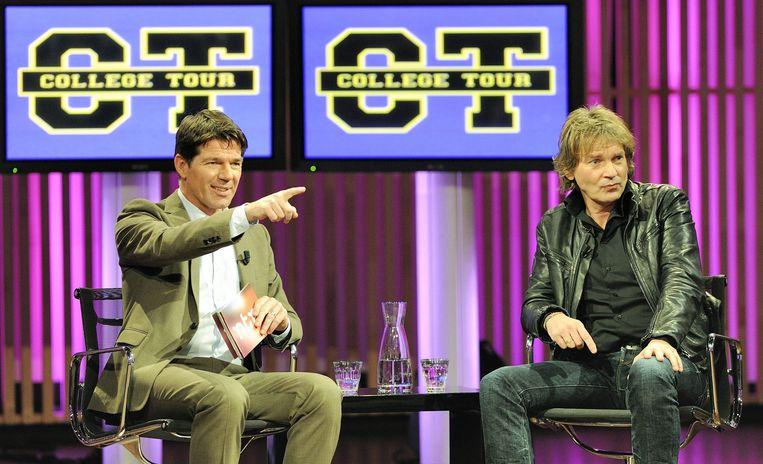 Twan Huys interviewt Matthijs van Nieuwkerk bij College Tour Beeld Lex van Lieshout