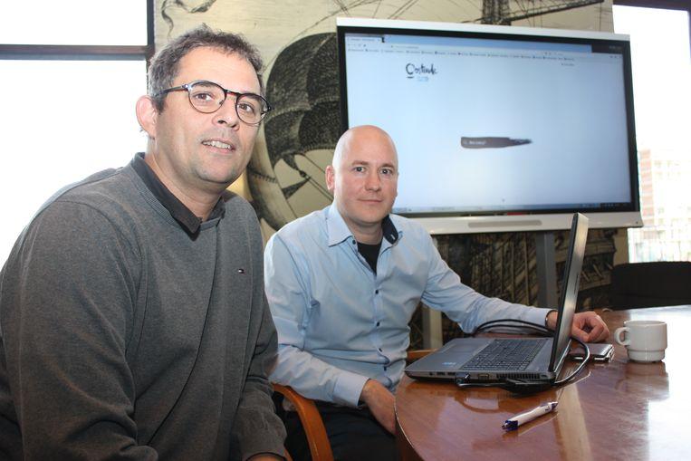 Schepen Kurt Claeys en webmaster Jan Dewulf met de nieuwe startpagina van de website www.oostende.be