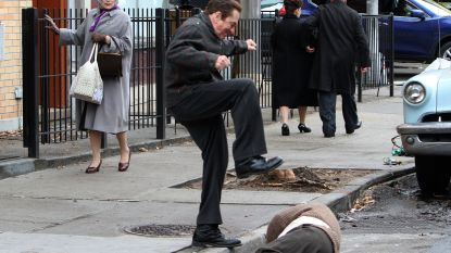 Robert De Niro (74) trapt wild om zich heen in nieuwe film