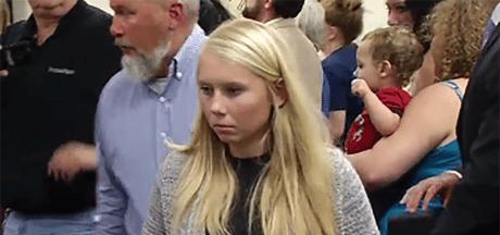 Jonge cheerleader aangeklaagd na begraven baby in achtertuin
