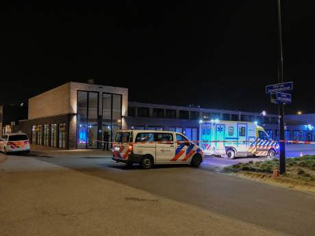 Duits sprekende man neergeschoten, politie jaagt op schutter