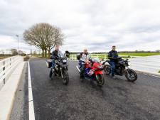 Eerste motorrit over nieuwe brug Valkenvoortweg: klus in Waalwijk zit er op