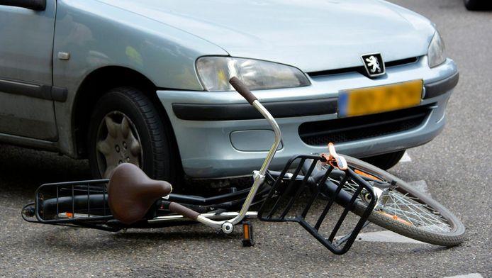 Een ongeval tussen een fietser en een automobilist.