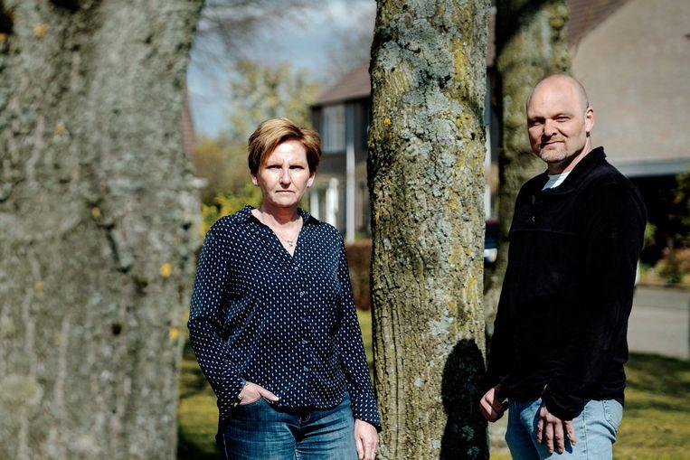 Nathalie Brokken-Fens en haar broer hebben onlangs beide ouders verloren aan het Corona virus. Beeld Merlin Daleman