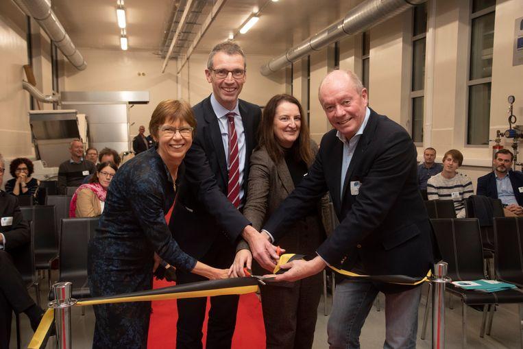 De nieuwe afdeling van de Food Pilot werd officieel geopend door (oud-) gouverneur Jan Briers en de directie.