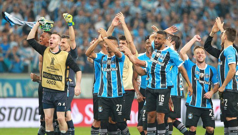 De spelers van Gremio vieren hun overwinning.