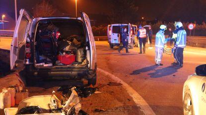 VIDEO : Rotonde gedeeltelijk afgesloten door zwaar verkeersongeval, slechts één bestuurder lichtgewond