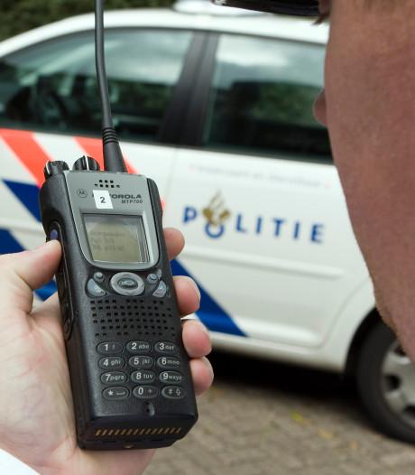 Twentse politieagenten mogen weer alleen straat op, portofoon hapert nog wel