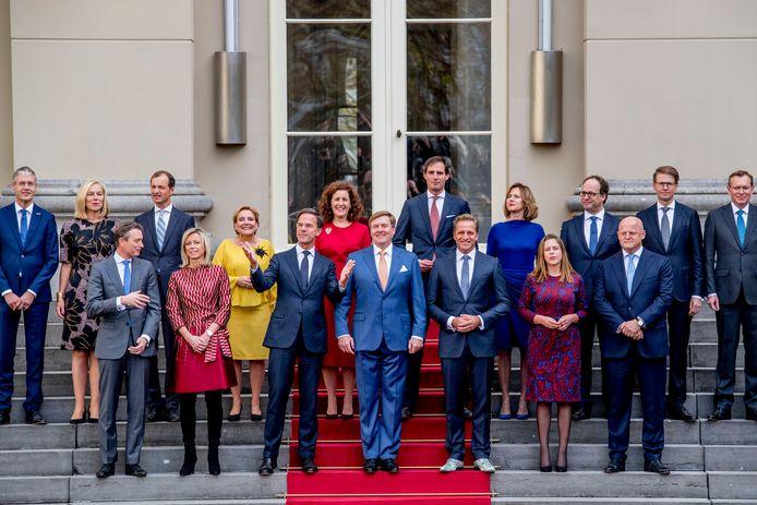 Het kabinet Rutte III op het bordes van Paleis Noordeinde.