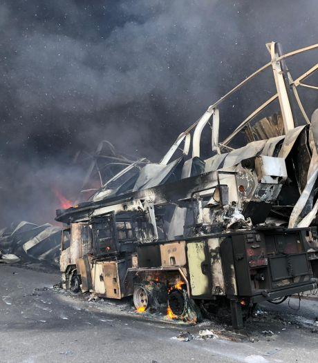 Bedrijfspand in Hapert in vlammen, brand onder controle