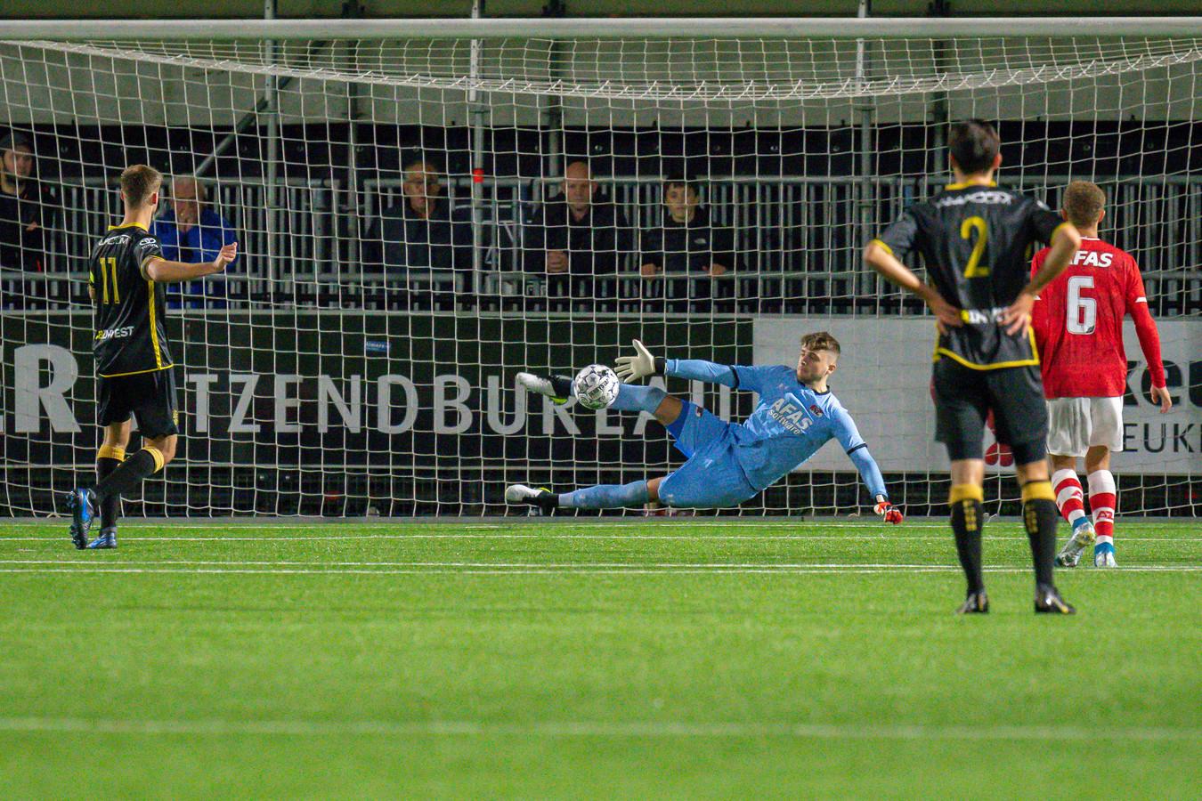 Bij een 1-1 tussenstand mist aanvoerder Danny Verbeek van FC Den Bosch een penalty. AZ-doelman Rody de Boer brengt redding. In de slotfase stopt de Bossche goalie Wouter van der Steen een strafschop van Ferdy Druijf.