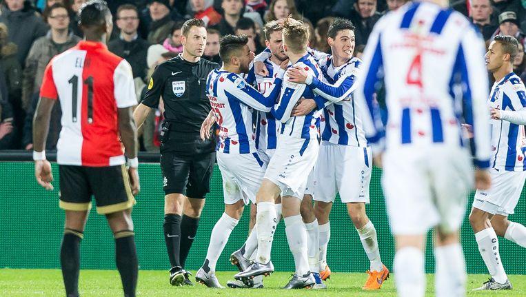 Spelers van SC Heerenveen vieren een doelpunt in de Rotterdamse Kuip. Beeld anp
